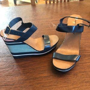 NWOT- women's wedge sandals
